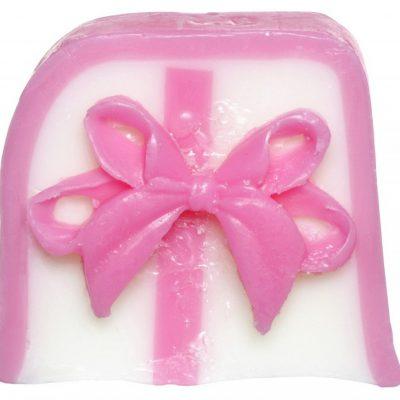 Bomb Cosmetics Handmade Soap with Essential Oils - Take a Bow - Mydło glicerynowe - KOKARDA BOMBGKO